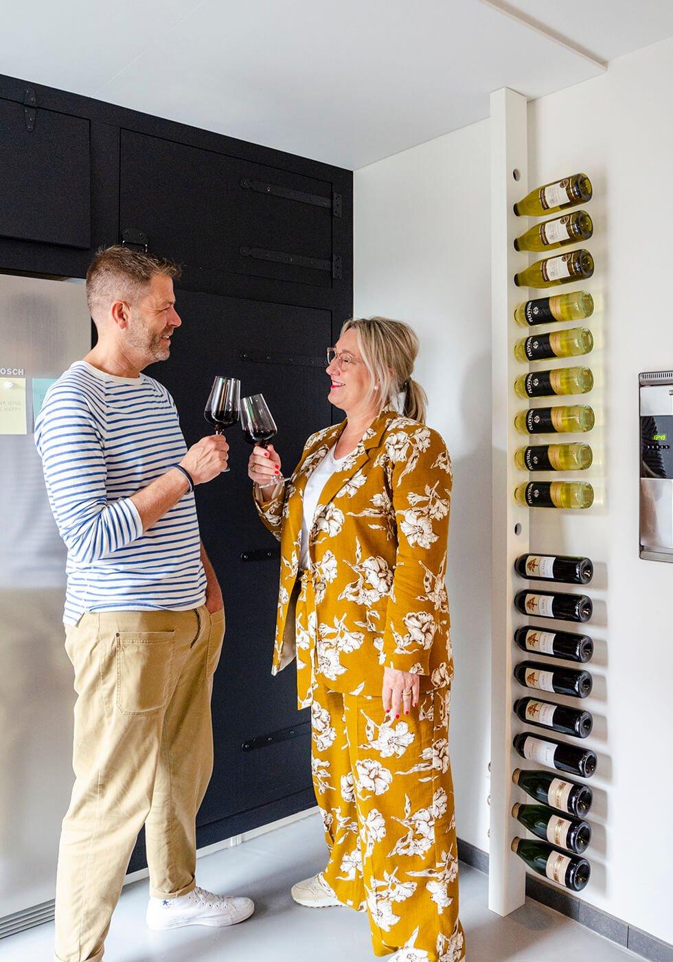 Wijnpaal wijnrek champagne zijaanzicht keuken