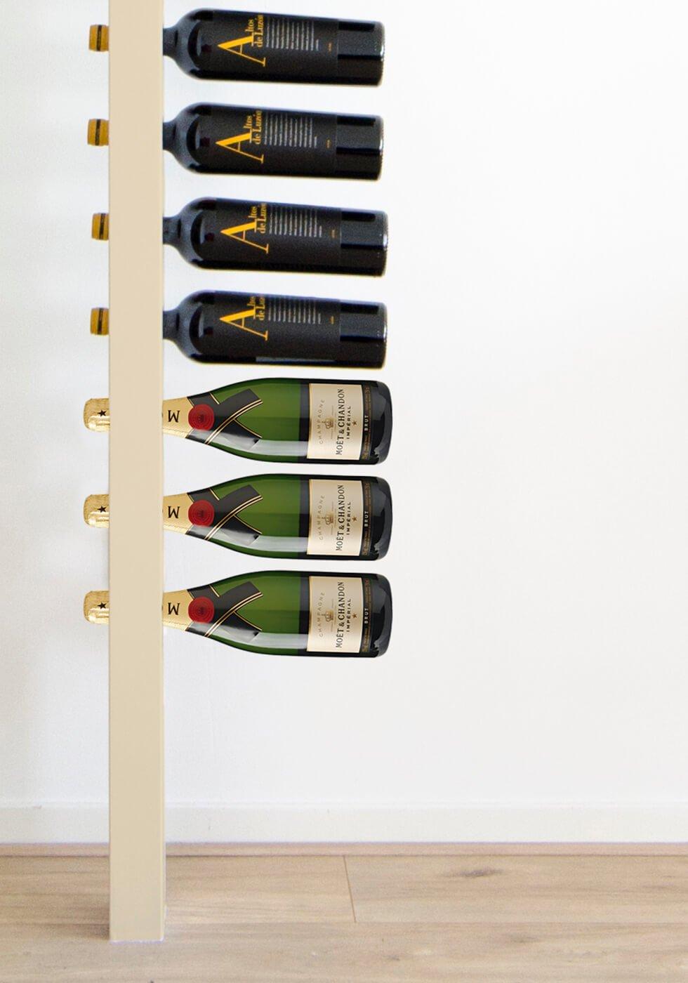 Wijnpaal wijnrek champagne zijaanzicht closeup flessen
