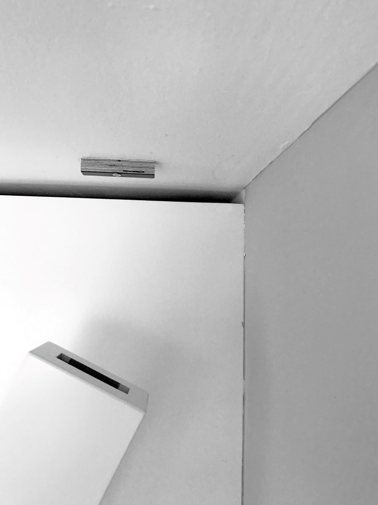 Wijnpaal plaatsen plafond
