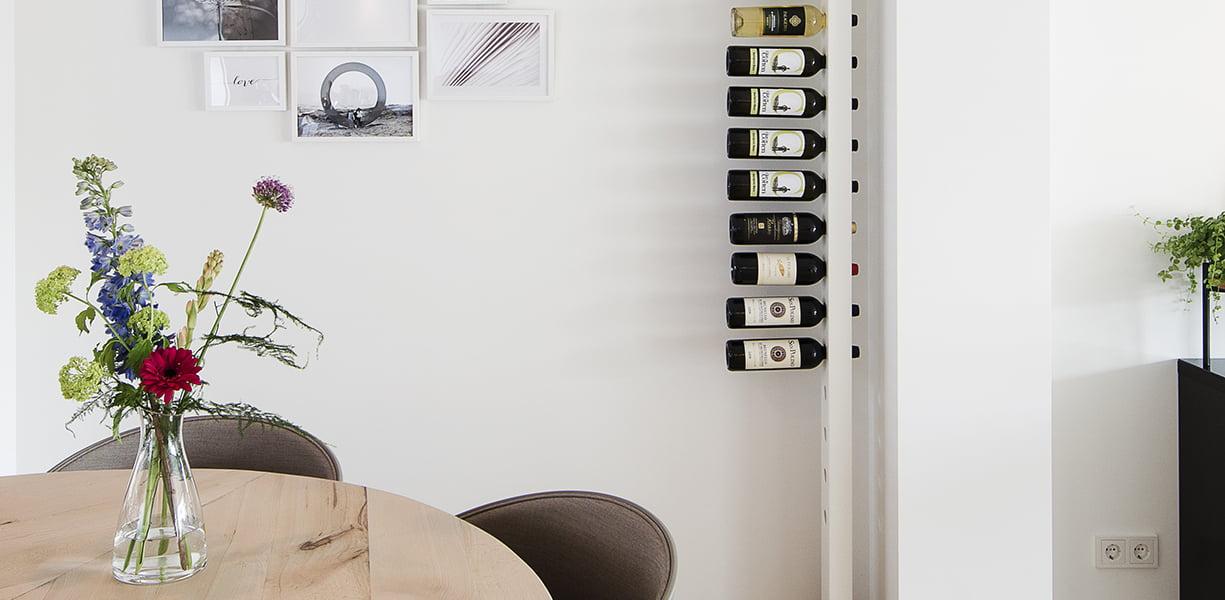 Wijnpaal wijnrek eettafel wit zijaanzicht